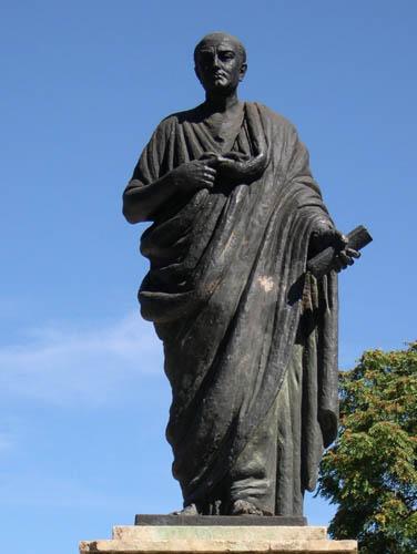 personalidades-filosofos-italia-seneca-estatua-em-roma