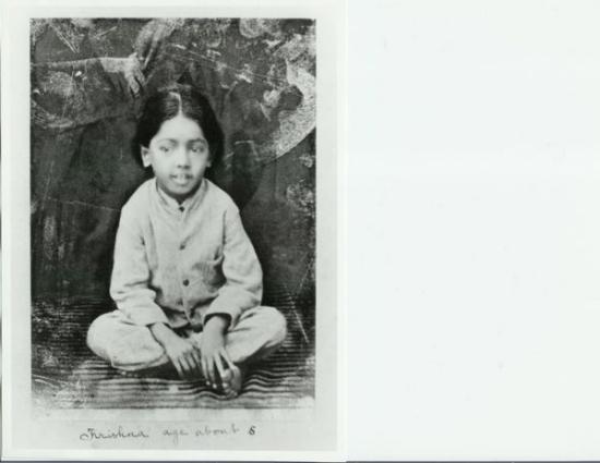 La primera fotografía de J. Krishnamurti. Circa 1897, Madanapalle, Andhra Pradesh, India.